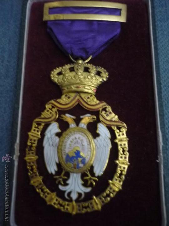 Medallas condecorativas: Medalla de Oro de la Feria de Navidad del Retiro de Madrid de 1927 ( es plata dorada) - Foto 3 - 53212196