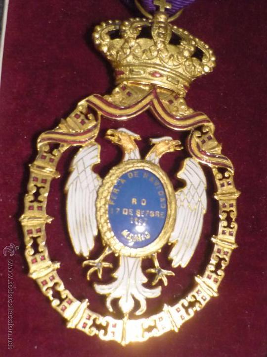Medallas condecorativas: Medalla de Oro de la Feria de Navidad del Retiro de Madrid de 1927 ( es plata dorada) - Foto 5 - 53212196