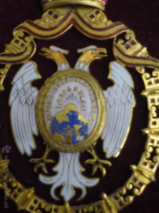 Medallas condecorativas: Medalla de Oro de la Feria de Navidad del Retiro de Madrid de 1927 ( es plata dorada) - Foto 8 - 53212196