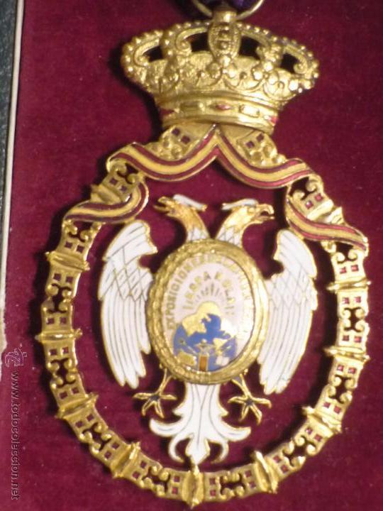 Medallas condecorativas: Medalla de Oro de la Feria de Navidad del Retiro de Madrid de 1927 ( es plata dorada) - Foto 9 - 53212196