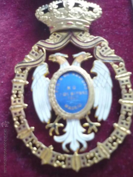 Medallas condecorativas: Medalla de Oro de la Feria de Navidad del Retiro de Madrid de 1927 ( es plata dorada) - Foto 10 - 53212196