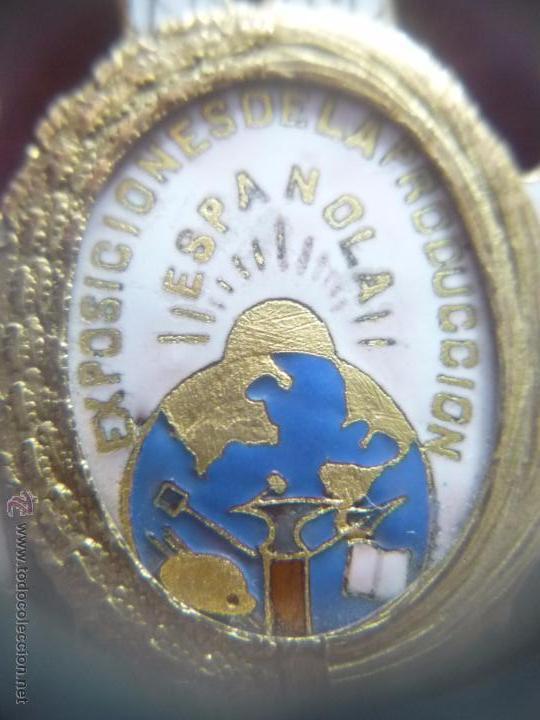 Medallas condecorativas: Medalla de Oro de la Feria de Navidad del Retiro de Madrid de 1927 ( es plata dorada) - Foto 12 - 53212196