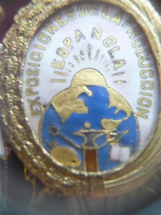 Medallas condecorativas: Medalla de Oro de la Feria de Navidad del Retiro de Madrid de 1927 ( es plata dorada) - Foto 13 - 53212196