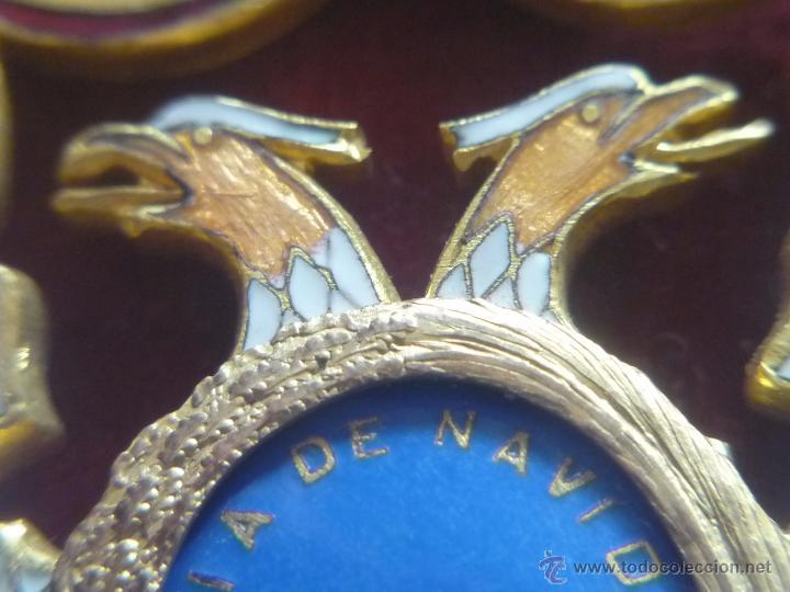 Medallas condecorativas: Medalla de Oro de la Feria de Navidad del Retiro de Madrid de 1927 ( es plata dorada) - Foto 14 - 53212196
