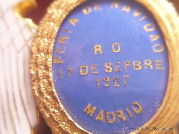 Medallas condecorativas: Medalla de Oro de la Feria de Navidad del Retiro de Madrid de 1927 ( es plata dorada) - Foto 15 - 53212196