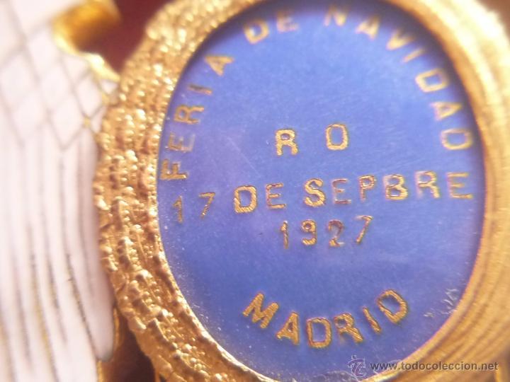 Medallas condecorativas: Medalla de Oro de la Feria de Navidad del Retiro de Madrid de 1927 ( es plata dorada) - Foto 16 - 53212196