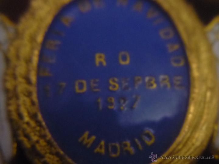 Medallas condecorativas: Medalla de Oro de la Feria de Navidad del Retiro de Madrid de 1927 ( es plata dorada) - Foto 18 - 53212196
