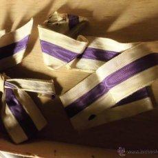 Medallas condecorativas: ANTIGUA CINTA ANTIGUA DE MEDALLA MILITAR O CONDECORACION Y LAZO ANTIGUO MORADO Y BLANCA. Lote 54290197