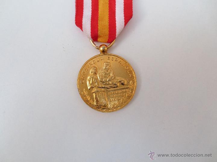 Medallas condecorativas: MEDALLA DE LA CRUZ ROJA - PREMIO A LA CONSTANCIA - DORADA. - Foto 2 - 54653770