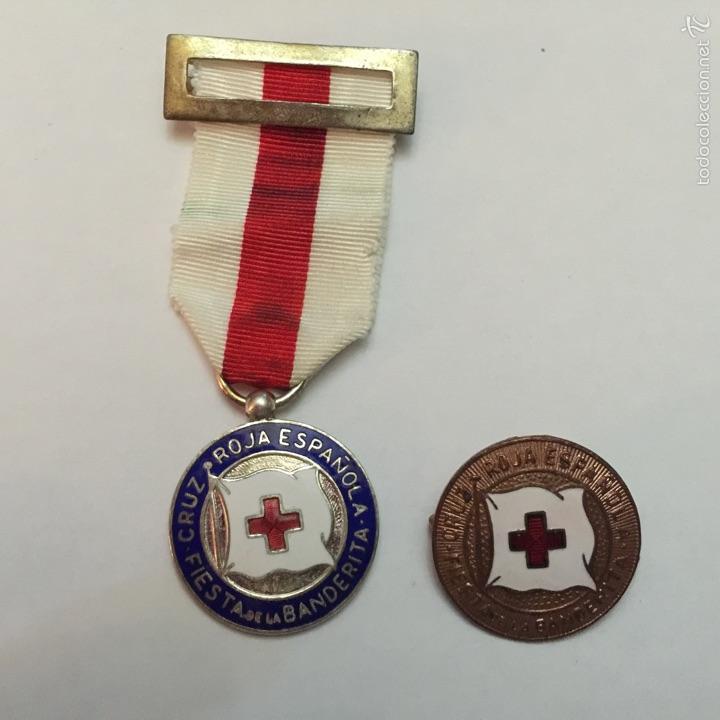 CRUZ ROJA ESPAÑOLA. MEDALLA Y PIN A LA CONSTANCIA. FIESTA DE LA BANDERITA. (Numismática - Medallería - Condecoraciones)