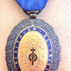 Medallas condecorativas: MEDALLA AL MERITO EN EL TRABAJO 1942 CATEGORIA ORO INSIGNIA Y CAJA ORIGINAL EXCELENTE CONSERVACION. Lote 56549304