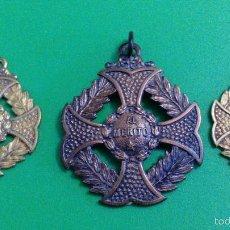Medallas condecorativas: LOTE DE TRES MEDALLAS AL MERITO ESCOLAR. Lote 57036509