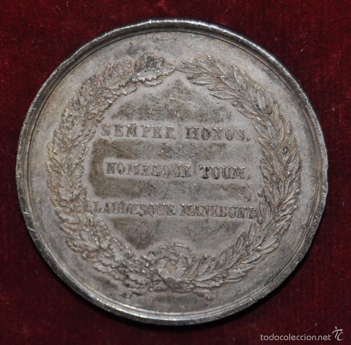 Medallas condecorativas: RARA MEDALLA EN PLATA. BARCELONA / AL GENERAL LAUREANO SANZ / 1843 - Foto 2 - 58833276