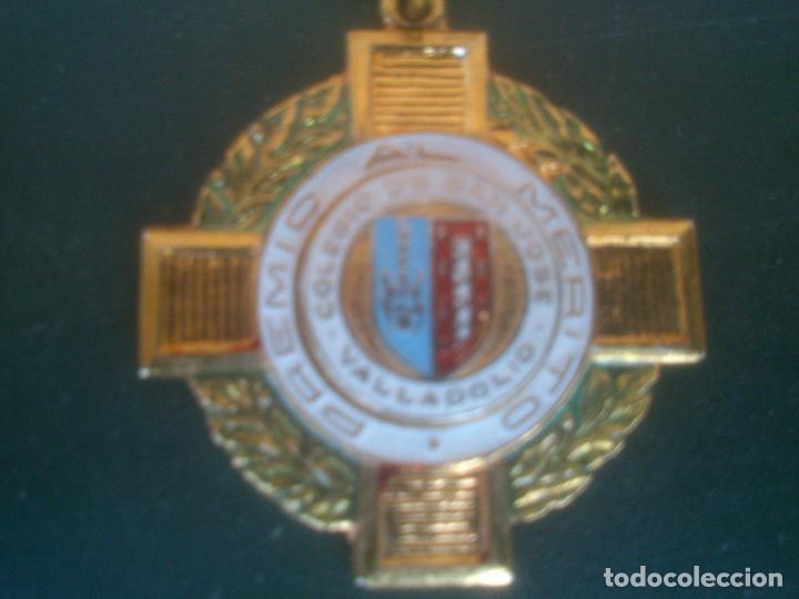 Medallas condecorativas: ANTIGUA MEDALLA COLEGIO.PREMIO AL MERITO SAN JOSE VALLADOLID - Foto 2 - 61630820