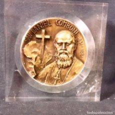 Medallas condecorativas: MEDALLA CONMEMORATIVA SAN DANIEL COMBONI OBISPO MISIONERO ITALIANO EN BRONCE MARCO METACRILATO 8,5X8. Lote 63344888