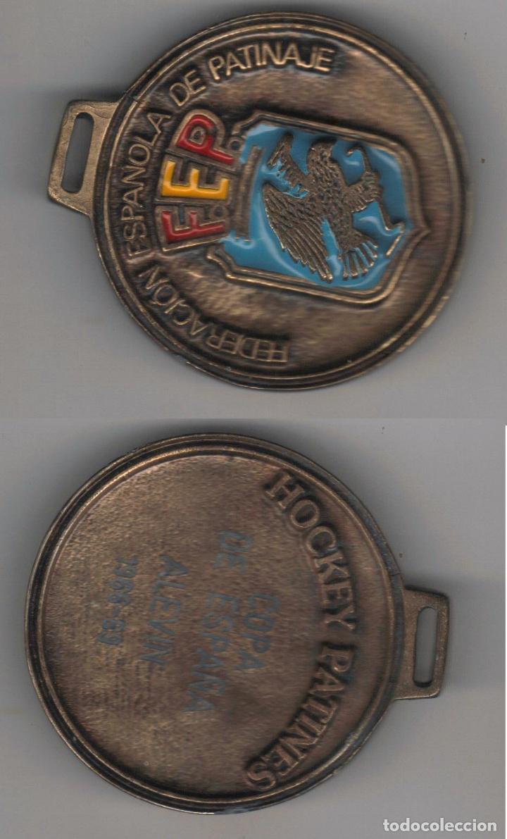 ESPAÑA MEDALLA FEP FEDERACION ESPAÑOLA PATINAJE ESMALTADA (Numismática - Medallería - Condecoraciones)