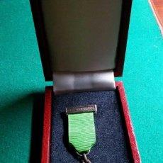 Medallas condecorativas: BONITA MEDALLA ESMALTADA EN COBRE GRADUATS SOCIALS TARRAGONA. Lote 68595801