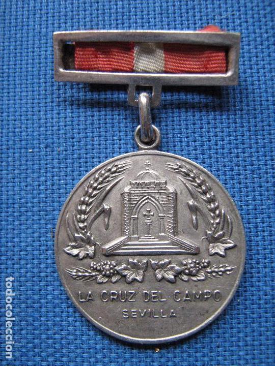 SEVILLA - LA CRUZ DEL CAMPO - MEDALLA PREMIO JOSE Mª OSBORNE A LA CONSTANCIA - 1939 - MUY RARA (Numismática - Medallería - Condecoraciones)