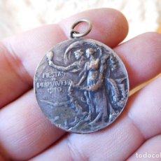 Medallas condecorativas: MEDALLA DE LAS FIESTAS DE PRIMAVERA 1910 AYUNTAMIENTO DE BARCELONA. Lote 75776695