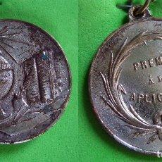Medallas condecorativas: ESCUELA ANTIGUA MEDALLA ESCOLAR. Lote 80005553