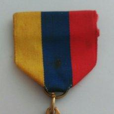 Medallas condecorativas: MEDALLA HONOR AL MÉRITO CON LA CINTA TRICOLOR DE VENEZUELA. ANTIGUA. Lote 88776304