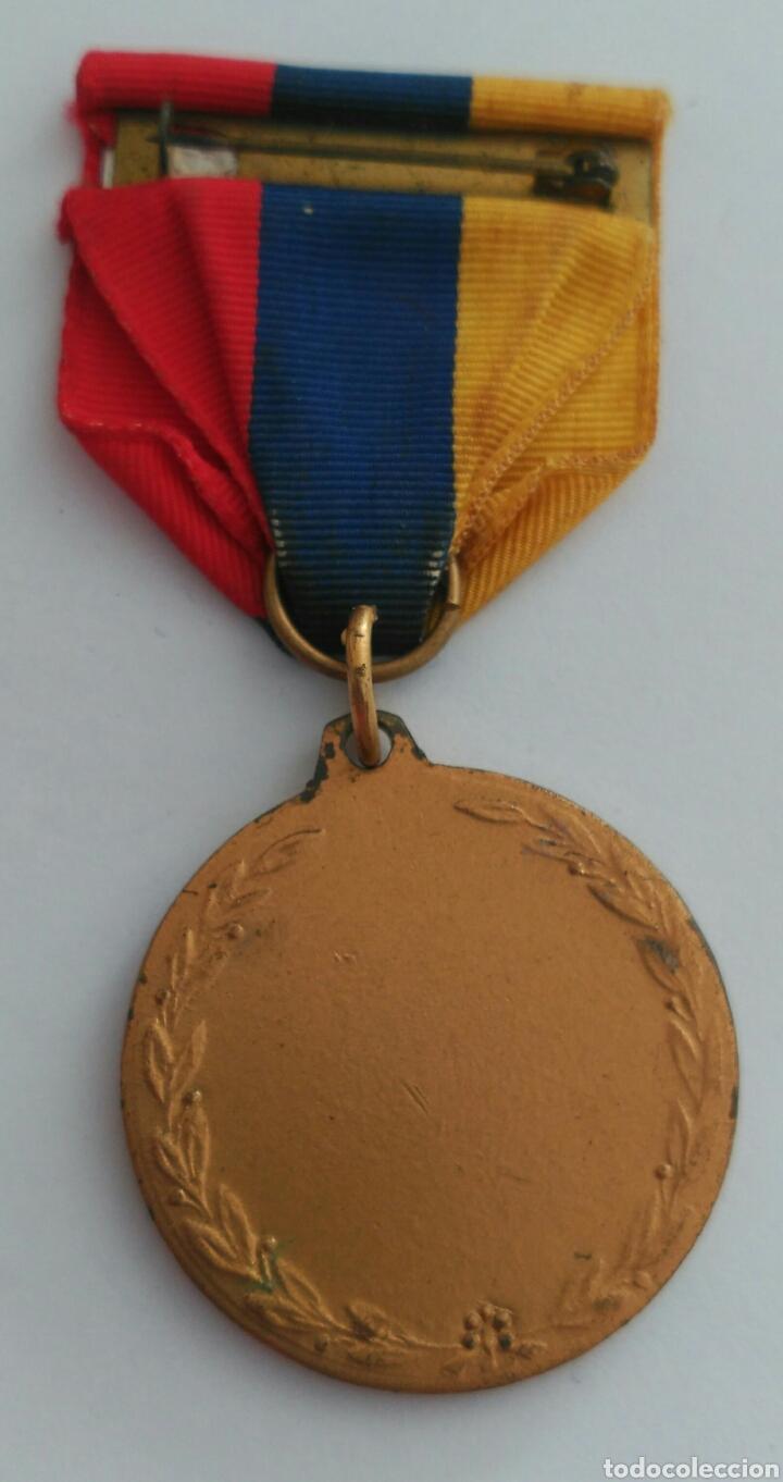 Medallas condecorativas: MEDALLA HONOR AL MÉRITO CON LA CINTA TRICOLOR DE VENEZUELA. ANTIGUA - Foto 2 - 88776304