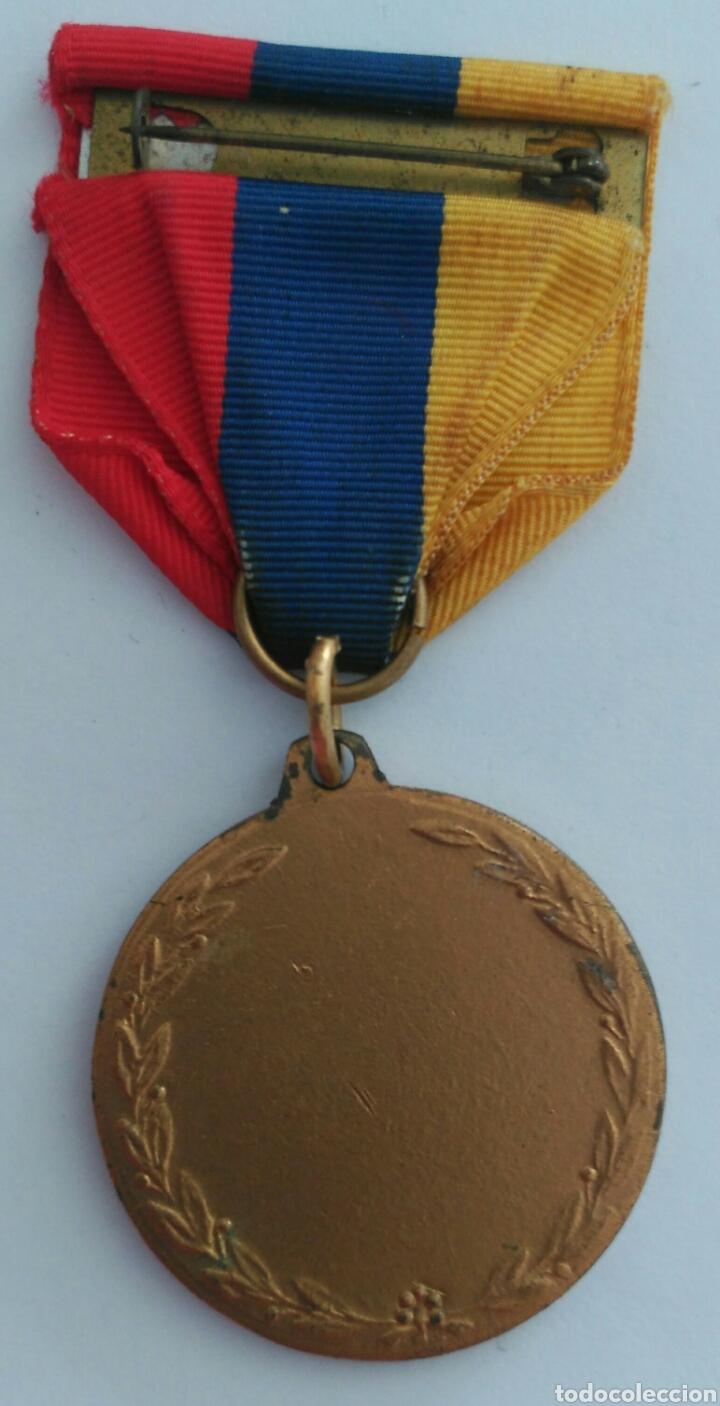 Medallas condecorativas: MEDALLA HONOR AL MÉRITO CON LA CINTA TRICOLOR DE VENEZUELA. ANTIGUA - Foto 4 - 88776304
