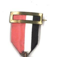 Medallas condecorativas: MEDALLA DEL INI, ÉPOCA DE FRANCO. Lote 94331486