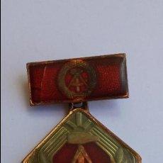 Medallas condecorativas: MEDALLA ,PIN, INSIGNIA DE ANTIGUA REPÚBLICA DEMOCRÁTICA ALEMANA DE 4,5 X 3,2 CMS ESMALTADA. Lote 95143259