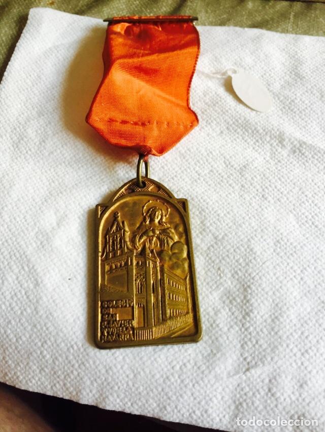 MEDALLA PREMIO AL MÉRITO COLEGIO SAN FRANCISCO-JAVIER TUDELA (Numismática - Medallería - Condecoraciones)
