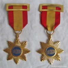 2 medallas o condecoraciones metálicas escolares Aplicación