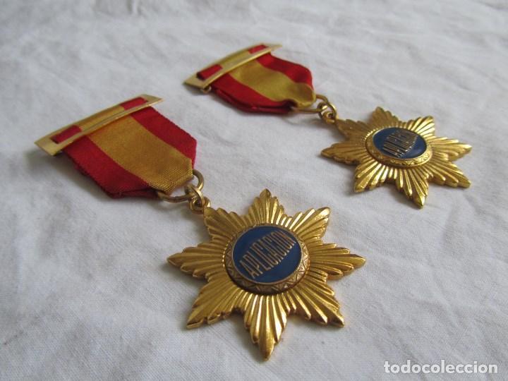 Medallas condecorativas: 2 medallas o condecoraciones metálicas escolares Aplicación - Foto 2 - 97869511