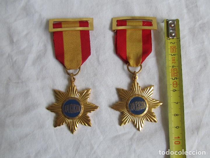 Medallas condecorativas: 2 medallas o condecoraciones metálicas escolares Aplicación - Foto 3 - 97869511
