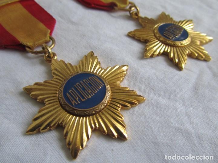 Medallas condecorativas: 2 medallas o condecoraciones metálicas escolares Aplicación - Foto 4 - 97869511