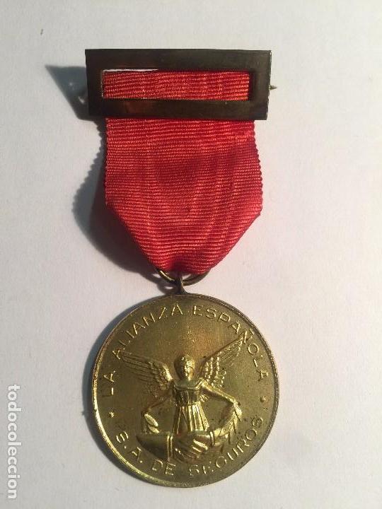 MEDALLA DE AGENTE VETERANO DE SEGUROS LA ALIANZA ESPAÑOLA, S.A. DE SEGUROS (Numismática - Medallería - Condecoraciones)