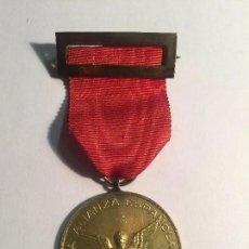 Medallas condecorativas: MEDALLA DE AGENTE VETERANO DE SEGUROS LA ALIANZA ESPAÑOLA, S.A. DE SEGUROS. Lote 101836915