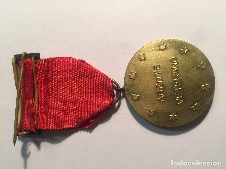 Medallas condecorativas: MEDALLA DE AGENTE VETERANO DE SEGUROS LA ALIANZA ESPAÑOLA, S.A. DE SEGUROS - Foto 2 - 101836915