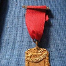 Medallas condecorativas: MEDALLA CON PASADOR - PREMIO AL MERITO - 1983 - INSCRIPCION SCF . Lote 102426583