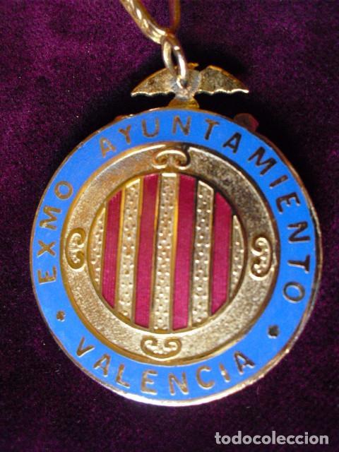 Medallas condecorativas: MEDALLA OFICIAL EXCMO. AYUNTAMIENTO VALENCIA,45 MM.MUY CONSERVADA,CORDON. CONCEJAL? - Foto 3 - 103841715