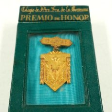 Medallas condecorativas: COLEGIO NOSTRA SEÑORA DE BONANOVA, 1944-45. PREMIO DE HONOR. 6,3 CM TOTAL DE LARGO.. Lote 104670487