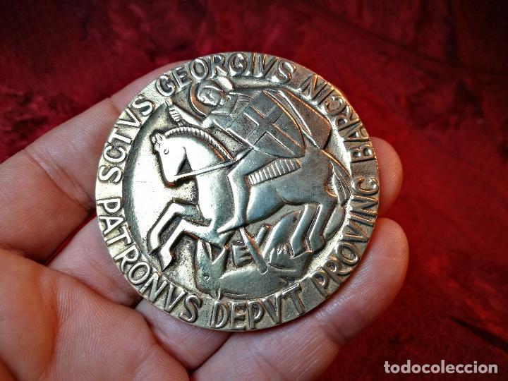 CONDECORACION SANT JORDI- SAN JORGE ..OTORGADA POR AYUNTAMIENTO BARCELONA AL ALCALDE...1974 (Numismática - Medallería - Condecoraciones)
