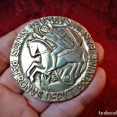 Medallas condecorativas: CONDECORACION SANT JORDI- SAN JORGE ..OTORGADA POR AYUNTAMIENTO BARCELONA AL ALCALDE...1974. Lote 108688447