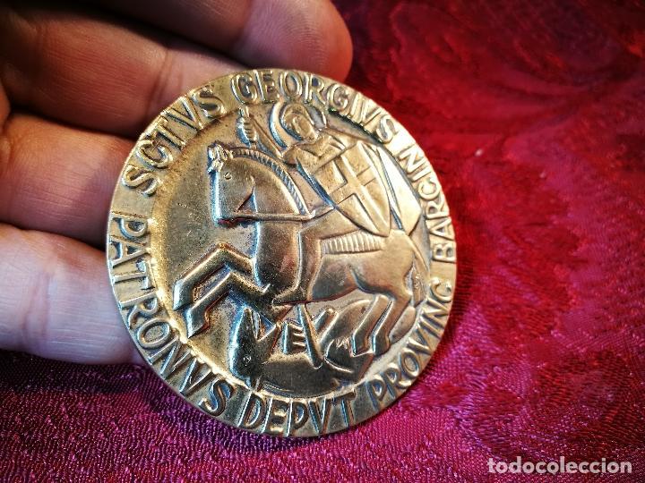 Medallas condecorativas: CONDECORACION SANT JORDI- SAN JORGE ..OTORGADA POR AYUNTAMIENTO BARCELONA AL ALCALDE...1974 - Foto 4 - 108688447