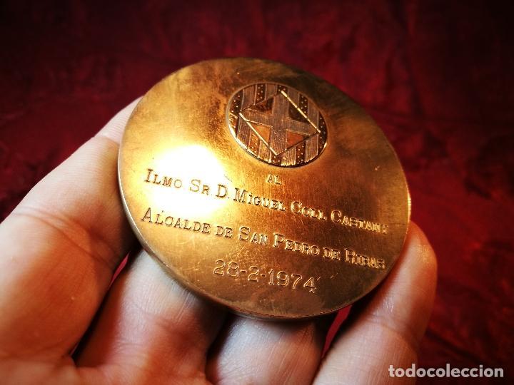 Medallas condecorativas: CONDECORACION SANT JORDI- SAN JORGE ..OTORGADA POR AYUNTAMIENTO BARCELONA AL ALCALDE...1974 - Foto 7 - 108688447