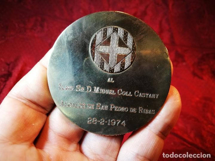 Medallas condecorativas: CONDECORACION SANT JORDI- SAN JORGE ..OTORGADA POR AYUNTAMIENTO BARCELONA AL ALCALDE...1974 - Foto 8 - 108688447