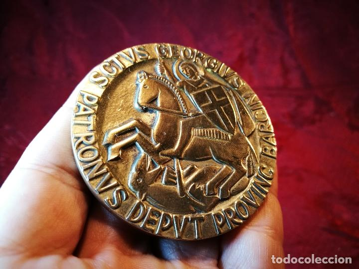 Medallas condecorativas: CONDECORACION SANT JORDI- SAN JORGE ..OTORGADA POR AYUNTAMIENTO BARCELONA AL ALCALDE...1974 - Foto 12 - 108688447