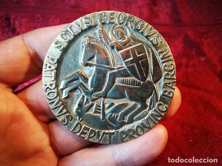 Medallas condecorativas: CONDECORACION SANT JORDI- SAN JORGE ..OTORGADA POR AYUNTAMIENTO BARCELONA AL ALCALDE...1974 - Foto 16 - 108688447