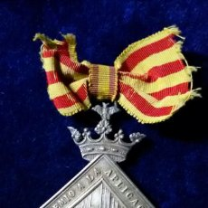 Medallas condecorativas: MEDALLA PREMIO A LA APLICACIÓN. AYUNTAMIENTO DE BARCELONA. ESCUDO DE ARMAS DE BARCELONA. Lote 110953871
