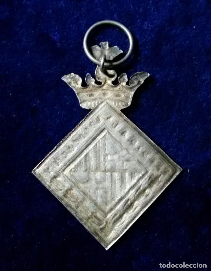 Medallas condecorativas: Medalla Premio a la Aplicación. AYUNTAMIENTO DE BARCELONA. Escudo de Armas de Barcelona - Foto 2 - 110954027