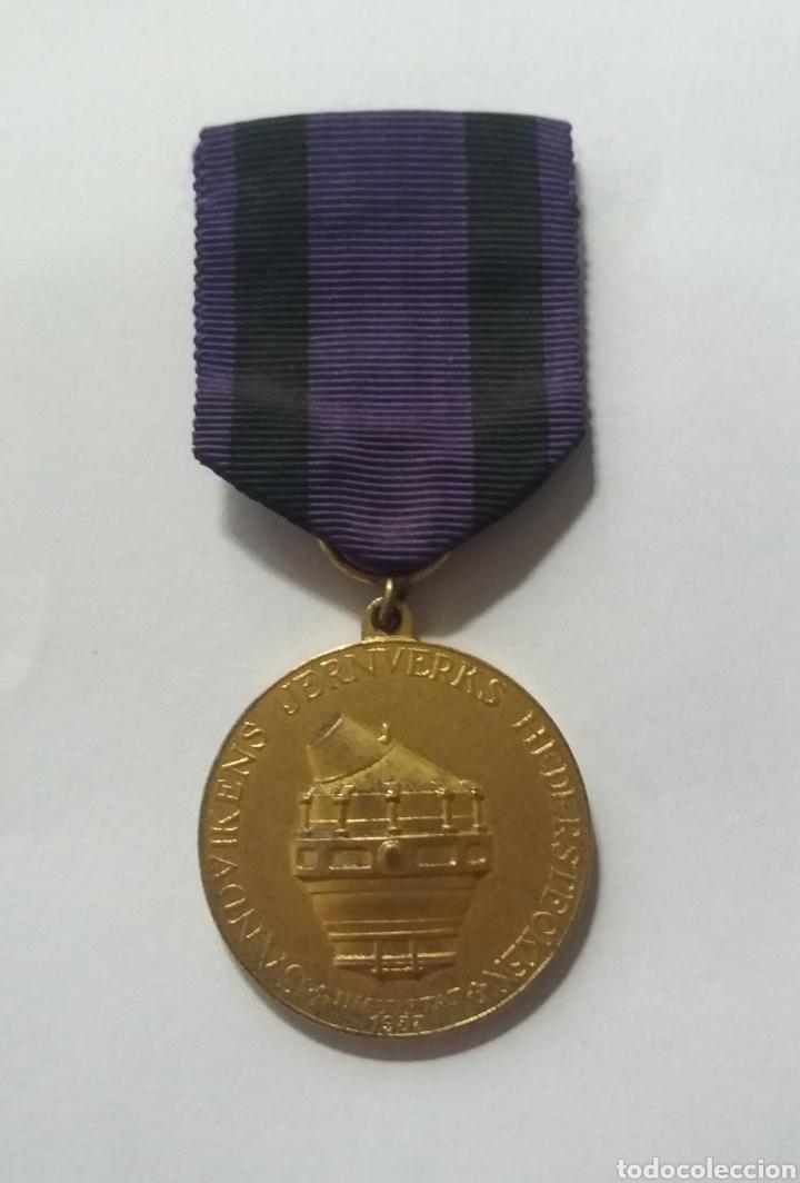 MEDALLA PLATA SUECIA SANDVIKENS JERNVERKS HEDERSTECKEN 1952 (Numismática - Medallería - Condecoraciones)